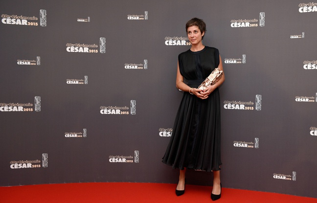 648x415_french-director-chloe-mazlo-poses-with-her-trophy-during-a-photocall-after-winning-the-best-animated
